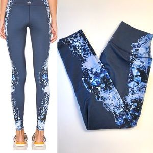 ALO airbrush leggings dark crystal print Sz XS